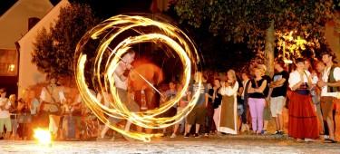 Feuershow auf dem Historischen Bürgerfest in Burgau