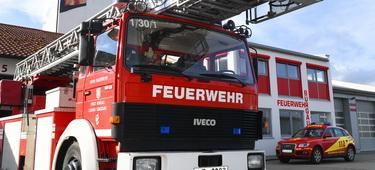 Feuerwehr Burgau Außenansicht und Teil der Fahrzeuge