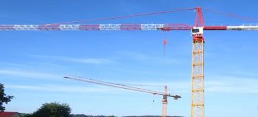 Kräne auf Baustelle in Burgau