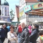 Jahrmarkt in der Stadtstraße in Burgau mit Karussel