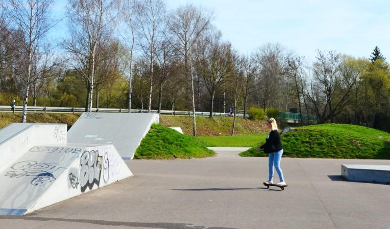 Skaterin auf BMX- & Skaterplatz in Burgau