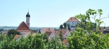 Blick auf die Skyline der Stadt Burgau
